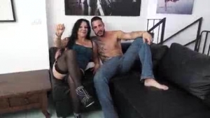 Mature tries it naked on her tits and pussy